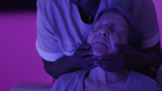 Massage en espace Snoezelen